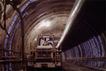 トンネル裏面排水工 施工例3